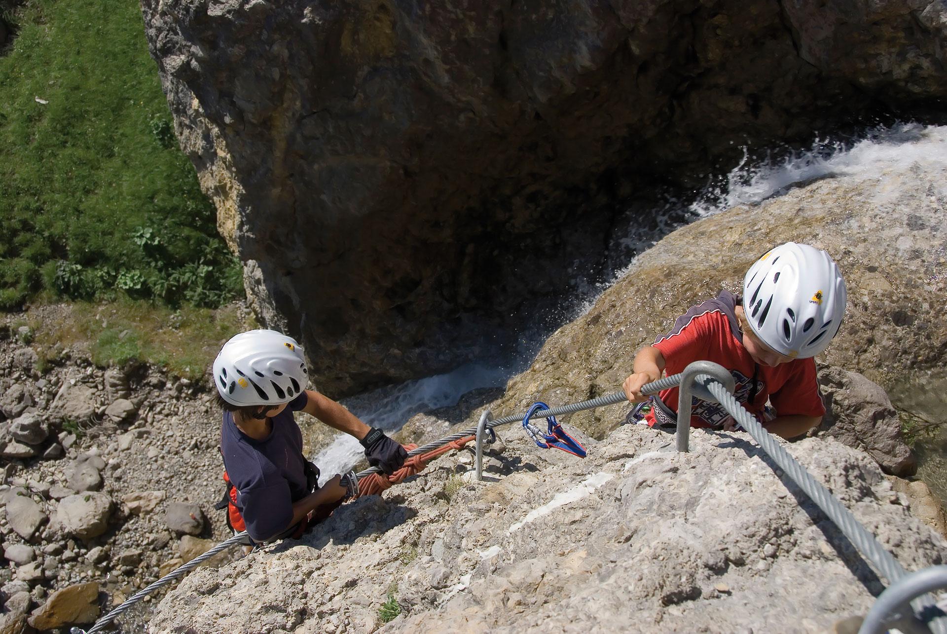 Klettersteig Equipment : Wasserfall klettersteig einkehren und aktivitäten in den hütten